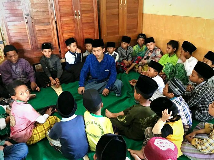 Teaching And Learning Childhood Childhooddays Bonding Moments Happy Moments Musician Friendship Sitting Cheerful Full Length Men Young Men Enjoyment