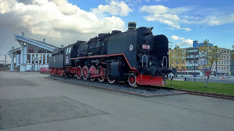 Huge old steam engine train engine train - vehicle train station Steam Locomotive Steam Engine Steam Trains Travel Photography Sony Xperia Smartphonephotograhy