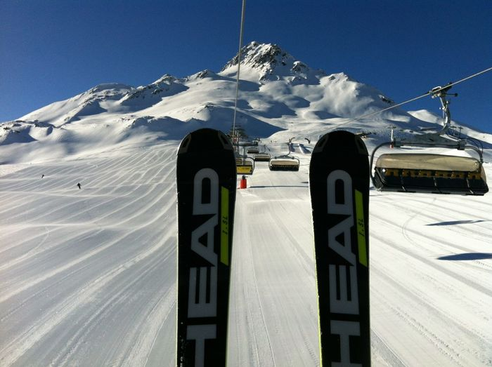 Skiing Ski