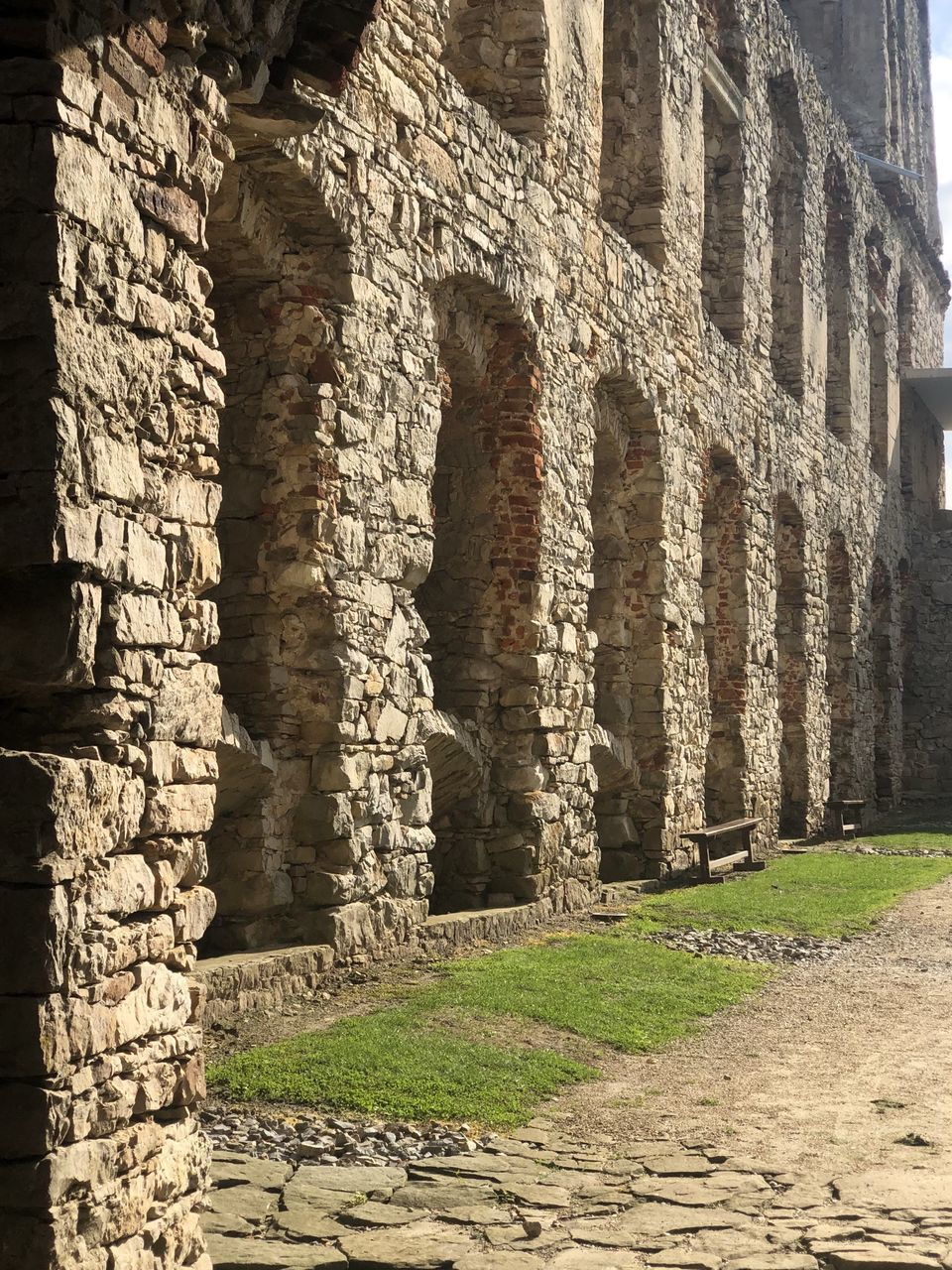 history, the past, architecture, ancient, built structure, old ruin, travel destinations, architectural column, ancient civilization, day, old, tourism, travel, arch, building, building exterior, no people, archaeology, nature, wall, ruined, outdoors, stone wall, colonnade