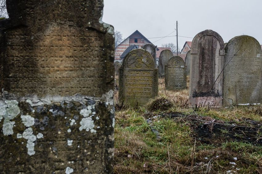 Cemetery Spirituality Built Structure Cementary Cementery Day Graves Gravestone Graveyard History Jewish Cemetery No People Outdoors Religion The Past Tombstone Tombstones