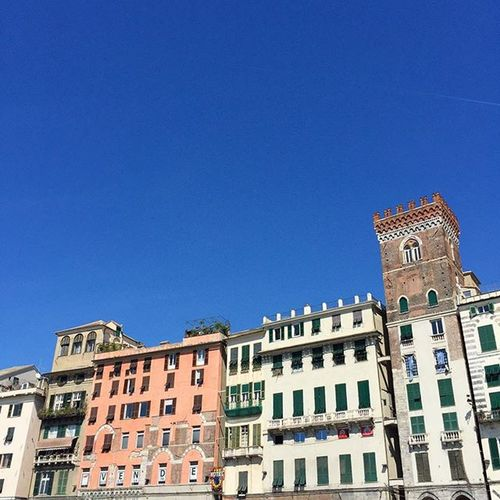 Beautiful sky and colorful houses in Genova ☀️💙🏠 Genova Portodigenova Sunnyday Italy Italiansummer