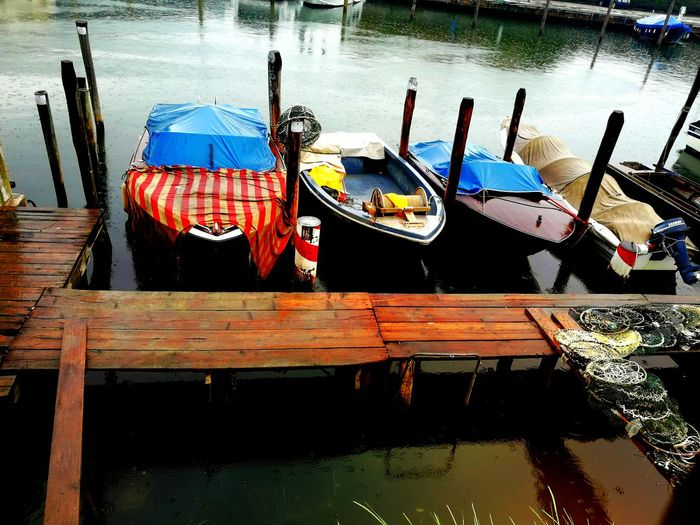 Rain RainyDay Boats Water Colors Fishing Boat Rete Lagoon Water Lagoon Details Fallingrain la beauté et la tristesse dans la pluie