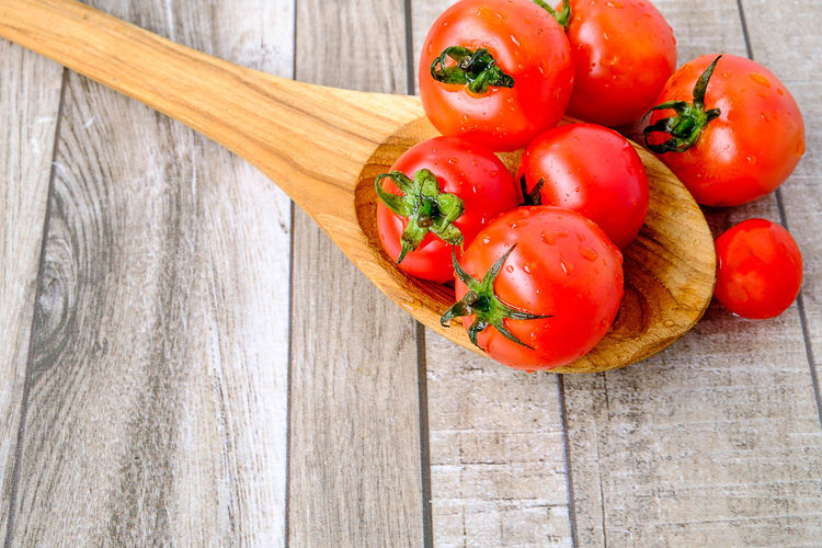 Tomato on wooden table Fresh Healthy Raw White Cooking Diet Red Top Vegetarian Vitamine Background Food Fruit Nutrition Skin Care Table Tomato Tomatoes Vegetable Vitamin C Wooden