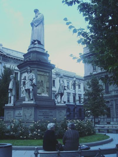 Davinci Statue Park Wise Ladys Milan Mobile Photography Moment In Time