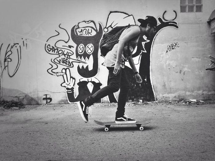 Street Art FVCE XFF! Enjoying Life Skateboarding