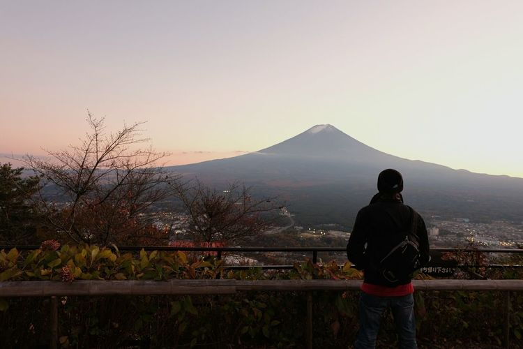 Sometimes you just get lost in a moment Enjoying Life Nihon Japan Mt. Fuji Mountains Mountain View Street Fall Fall Colors Travel Backpacking Explore AdmireTheView