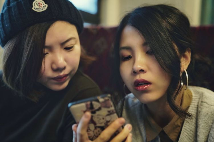 friends Talking On The Road Lifestyles Travel Wireless Technology Friendship Togetherness Young Women Photo Messaging Headshot Mobile Phone Portable Information Device Smiling Photographing
