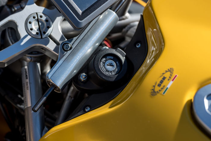 999 Testastretta Brakes Brembo  Carbonfiber Clutch Ducati Engine Fast Italian Land Vehicle Metal Mode Of Transport Motorcycle Motorcycle Photography Motorsports Outdoors Photographyisthemuse Plastic Racing Sunny Day Tire Vehicle Yellow Color
