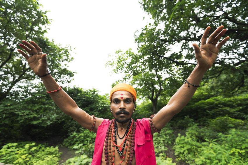 A sadhu at nashik kumbhmela. Blessings Green Holy Men India Kumbhmela People Portrait Religious  Sadhu Showcase: December Trimbakeshwar The Portraitist - 2016 EyeEm Awards
