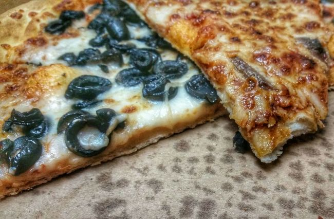 Street Food Worldwide Pizza Night Pizza 🍷🍕GN... Hanging Out Food Photography Better Together HDR Hungry Late Night Snack 😈 My Smartphone Life Yummy Italian Food Eating Pizza
