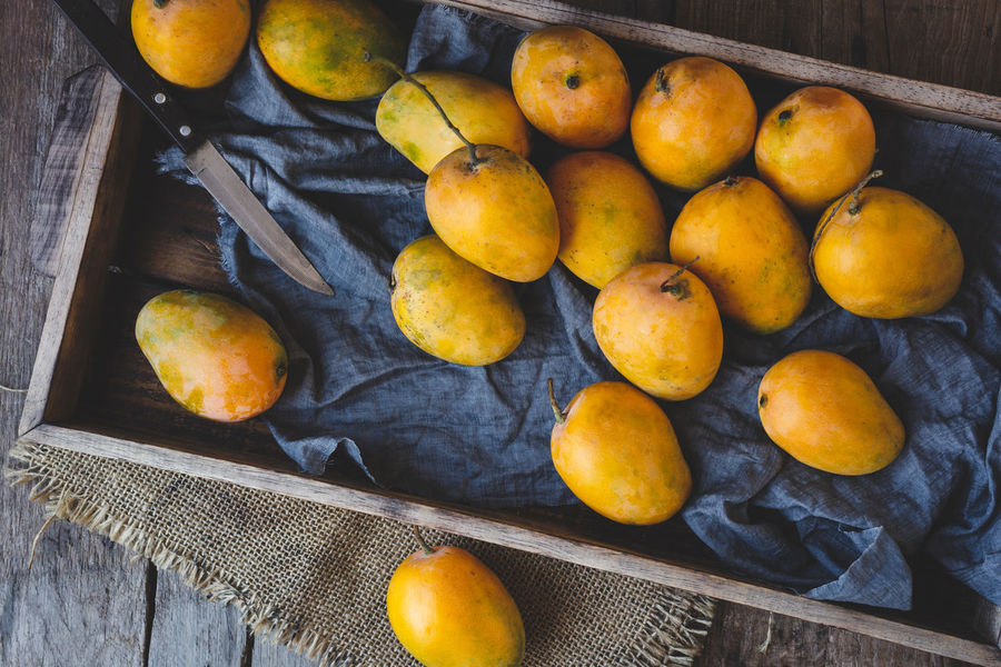 Fresh ripe mangoes ASIA Dark Diet Eating Food And Drink Mango Mangoes Nature Plant Vietnam Delicious Fabric Fresh Fruit Healthy Eating Healthyfood Indoors  Old Wood Organic Ripe Still Life Sweet Tasty Vitamin Yellow