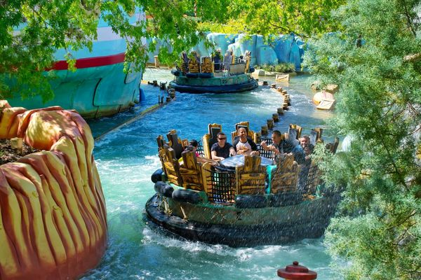 Togetherness Nautical Vessel Water People Men USA Fun Tourist Universal Studios Orlando Orlando Florida Tourist Attraction  Orlando Tourism USAtrip Park Amusement Park Outdoors Rafting Rafting!! Water Slide River