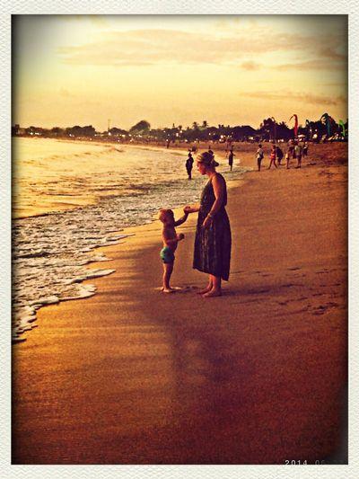 金巴兰海滩的母子 First Eyeem Photo
