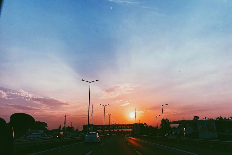 Gunes Agac Sunset Deniz Türkiye Istanbul Tree Sun Happyday Trafik Cars Traffic Yol Direction