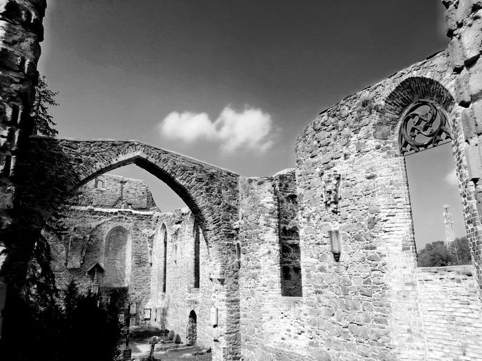 Blackandwhite Black & White Unforgettable ♥ Unforgettable Moment Ruine Ruins Architecture Pixelated History City Ancient Arch Sky Architecture