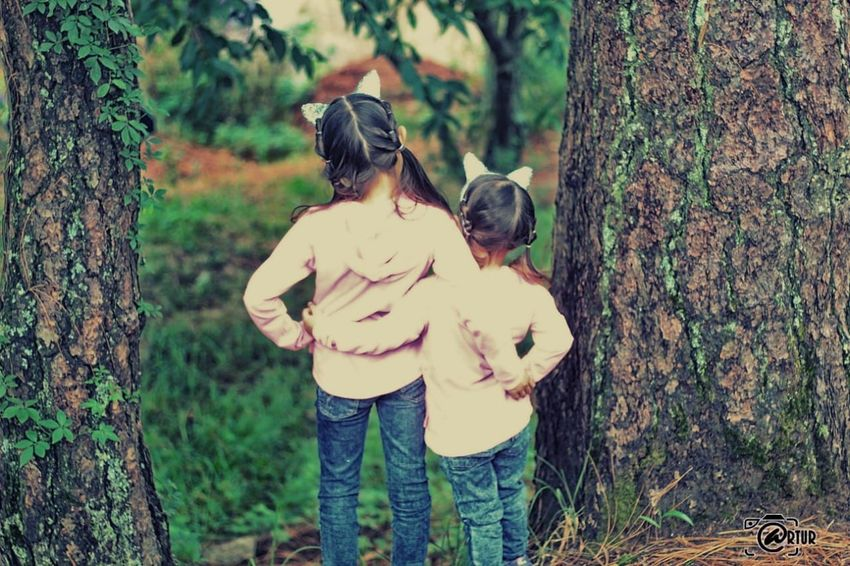 hermana unidas ❤ Sisters Arturpic Pao&niky Tree Child Togetherness Forest Happiness Smiling Women Young Women