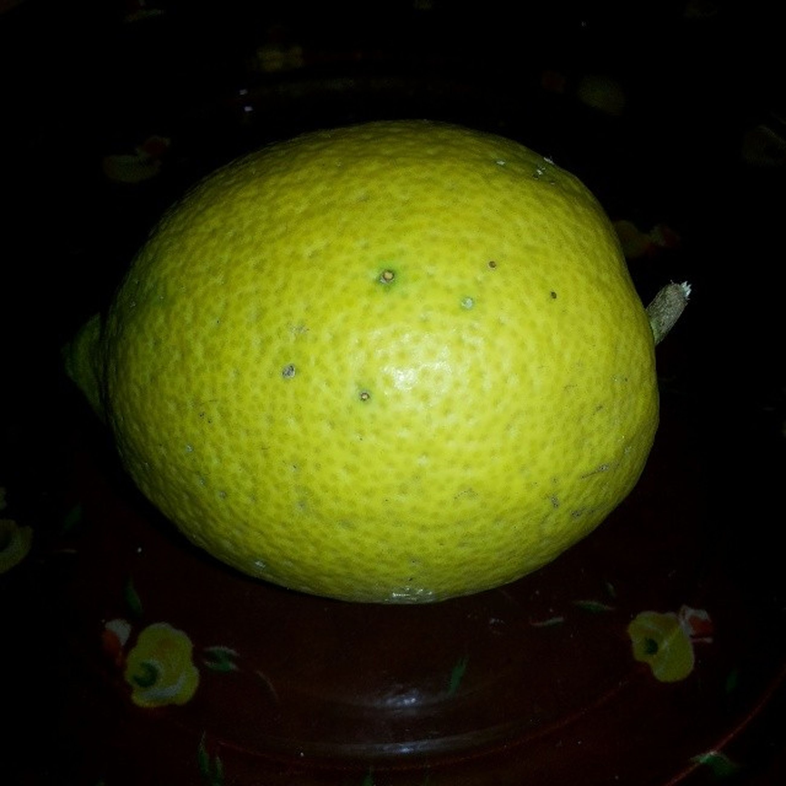 fruit, food and drink, close-up, green color, freshness, healthy eating, food, yellow, indoors, lemon, leaf, citrus fruit, no people, night, focus on foreground, still life, apple, growth, nature, organic