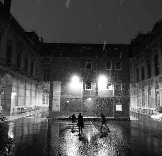 ParisByNight Playing In The Snow Architecture Bibliotheque Nationale Richelieu Built Structure Courtyard  Dancing In The Snow Firstsnow Illuminated Night People Real People