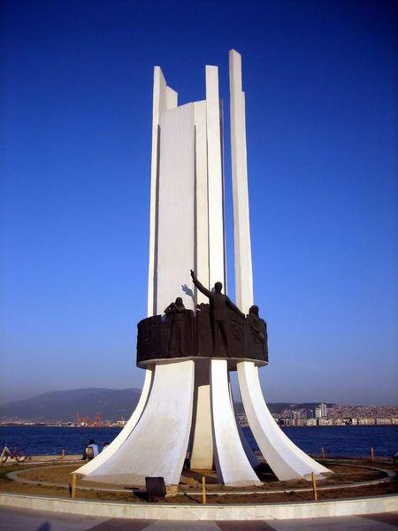 Izmir Karşıyaka Anıt