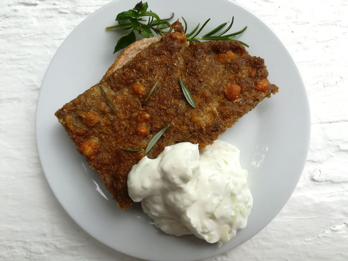 Beef Beefsteak Zaziki Tzatziki Manzo Arrosto All Orientale Hackbraten Meatloaf Meatloaf Sandwich Plate Food Food And Drink Ready-to-eat Freshness Serving Size Close-up No People Still Life Healthy Eating Indoors  Table Wellbeing Meal Indulgence Temptation Garnish