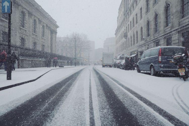 Londonwinter2018 Winterlondon2018 Cold Temperature Snow Winter Weather Transportation Architecture Mode Of Transport First Eyeem Photo