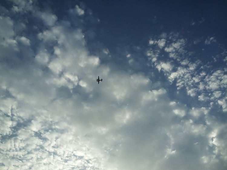 Watching The Sky AirPlane ✈ Sky Clouds Sunset Cloudy Journey Sky_collection Flying High Flying In The Sky Flying Over Your Imagination From My Perspective From My Point Of View Taking Photos