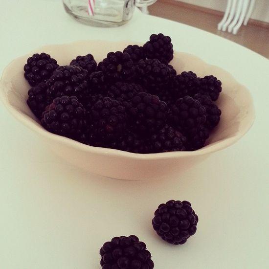 Bir kase mutluluk Bogurtlen Berry Happy Homesweethome love yummy miammiam bonappetit