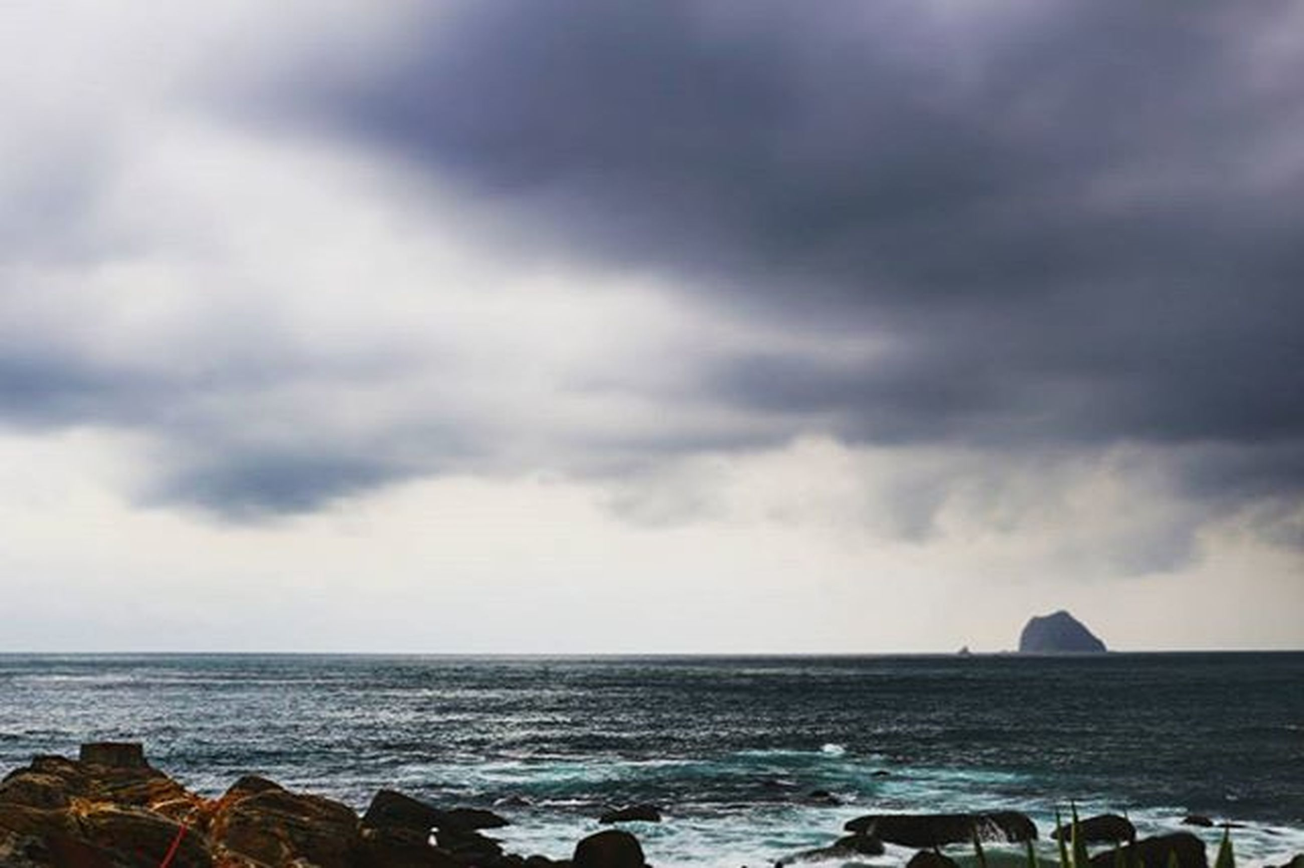 sea, horizon over water, sky, water, cloud - sky, cloudy, scenics, beauty in nature, tranquil scene, tranquility, nature, weather, rock - object, overcast, cloud, beach, shore, idyllic, storm cloud, outdoors
