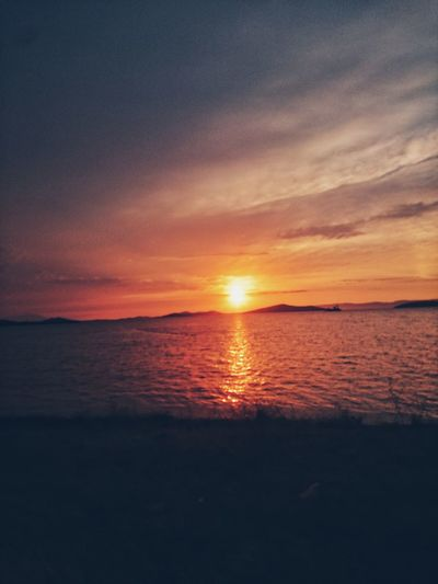 Sunset Sea Scenics Beauty In Nature Nature Sun Tranquil Scene Tranquility Water Beach Horizon Over Water Orange Color No People Sky Silhouette Outdoors Reflection Idyllic Travel Destinations Vacations Cunda Adası Ayvalik 🐚🐳🐬🏊 Relaxing Time Beauty In Nature Turkey
