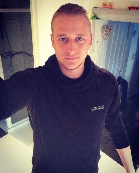 That's Me Enjoying Life Blond Belgium Profile Selfie Sexyboy
