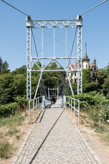 Deutschland Grimma Hotel Schloss Gattersburg Hängebrücke Historisch Klarer Himmel Mulde Sachsen Tag