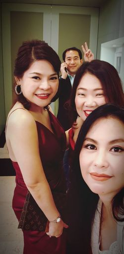 Young Women Friendship Portrait Smiling Women Beautiful Woman Happiness Looking At Camera Well-dressed Beauty