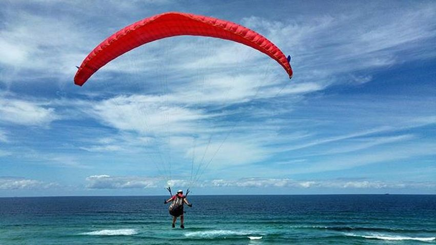Good day for it Parasailing (if ya crazy) lol Parasailor Newcastle Newy Merewetherbeach Mynewcastle Newcastlensw Visitnewcastle Newyisok Newcastleaustralia Bluesky LGG4 LG  Lgg4thegreat Smartphonephotography