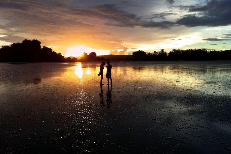 Sunset & lovers at Nopparat thara beach, Krabi, Thailand. Landscape Thailand Beach Waterscape