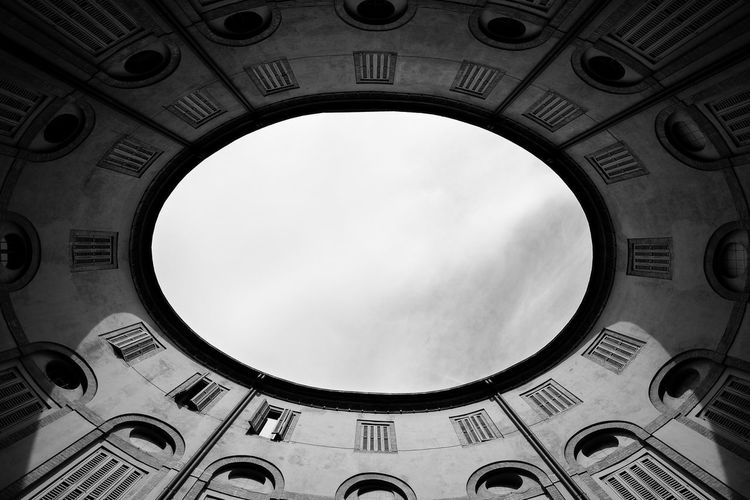 Italy Fenêtres Ferrara Growth Shadow And Light Shadows & Lights Arch Architecture Blackandwhite Built Structure Bw Day Grey Grey Sky Italy Janelas Low Angle View No People Outdoors Oval Sadness Sky Sky Window