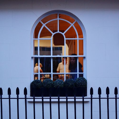 I felt so awkward after taking this shot as it was so evasive to their privacy. But then again the window was open! London LONDON❤ London_only Toplondonphoto Londonlife Belgravia  Centrallondon Streetphotography Street Photography Strangers