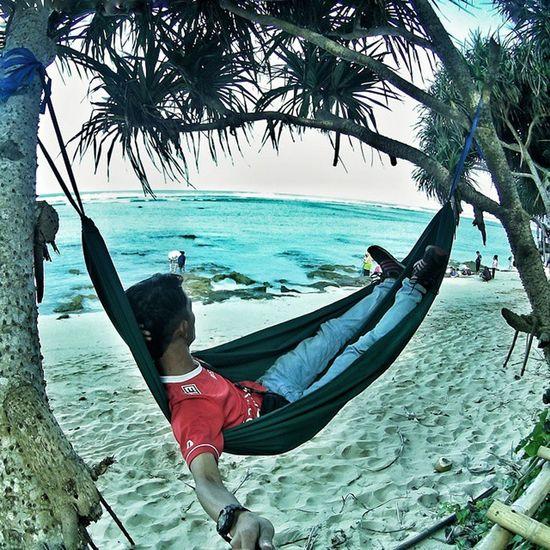 Keep gugulayunan! 😄 . . NGADOORS Beach Enjoys Hammockindonesia hammock