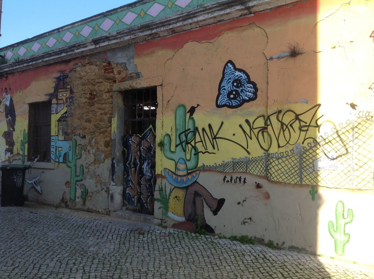 architecture, graffiti, built structure, building exterior, day, outdoors, no people