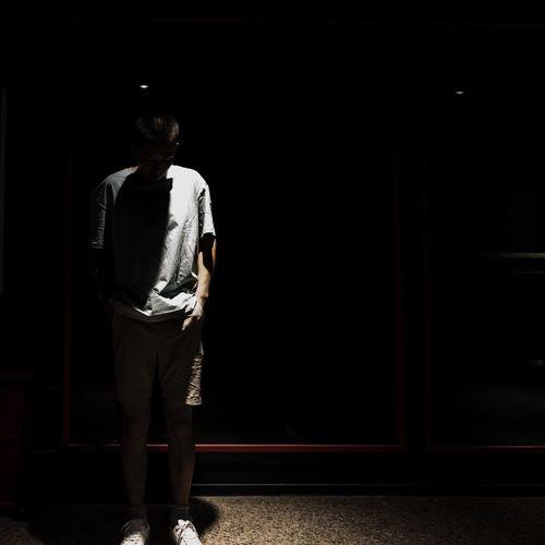 在感情面前,讲什么自我 Full Length One Person Standing Casual Clothing Rear View Men Dark City