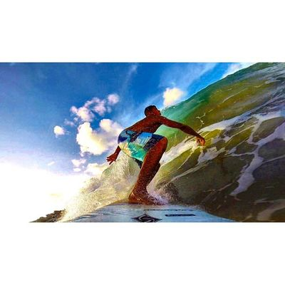 Enquanto eles se acham, eu me encontro! 🌊🏄⛅️🌀 Allallauu Surf Surfingiseverything Rapaduratimes Gopro - LifeInStyle - Lifeapp - Photooftheday via @lifeapp ThisIsDakine LiveTheSearch Bigswell