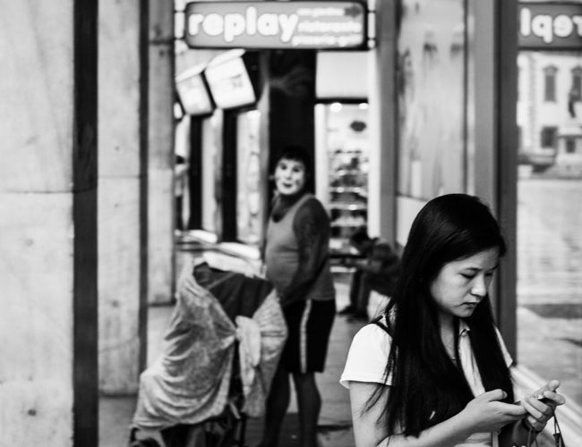 Watch your back Learn & Shoot: Layering Multiple Layers Taking Photos Streetphotography Blackandwhite Black And White Streetphoto_bw Milano Check This Out