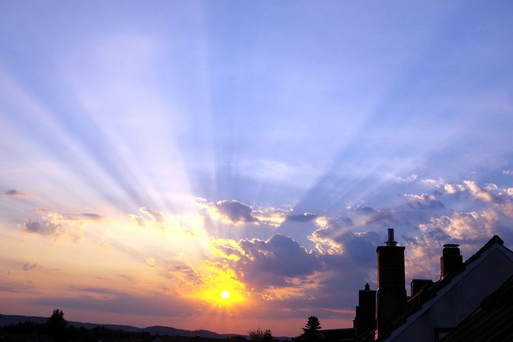 Morgens um sieben... Sunrise Streamzoofamily EyeEm Deutschland Architecture PENTAX KP Sonnenaufgang🌇 Landscape_photography For You ;-) Musm EyeEm Selects City Urban Skyline Multi Colored Illuminated Cityscape Sky Cloud - Sky Romantic Sky