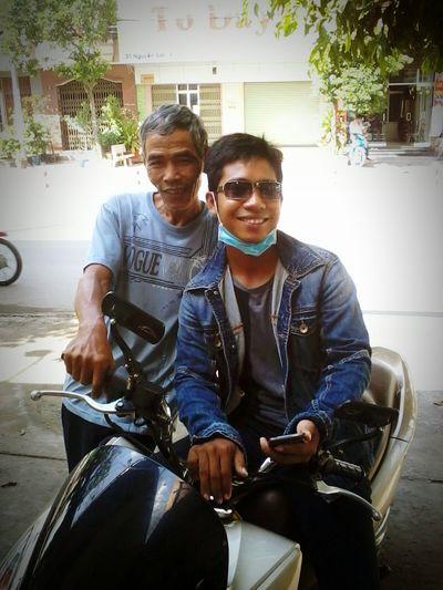 1 nụ cười luôn hé Smile ✌ Khơ Me Người Khơ Me Nam Bộ Khmer Giao Hàng Vận Chuyển Vai