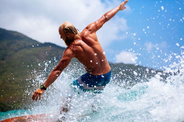 Man surfing on surfing board on waves actively. ASIA EyeEm Best Shots Hot Man Surf Wave Active Activity Blue Leisure Activity Lifestyles Male Ocean One Person Real People Sea Splashing Sport Surfing Surfingphotography Water Waves