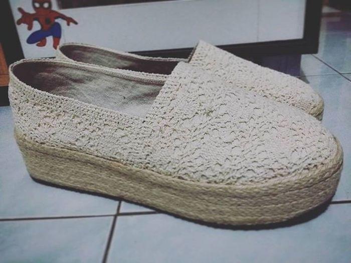 รองเท้าแฮนเมคลองสั่งแบบมีส้น เพิ่มความสูง ^^@zupercakeshopp_