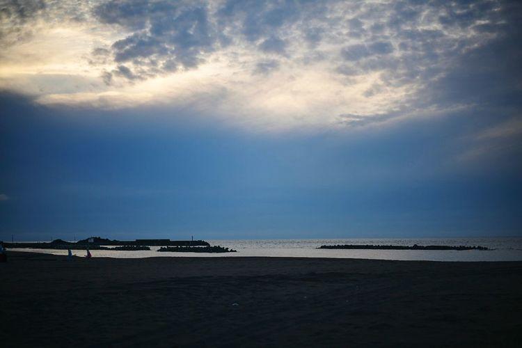 逢魔時の海。 Dask Sky Dask Sky Sea Water Beach Land Cloud - Sky Beauty In Nature Scenics - Nature Tranquility Horizon Over Water Tranquil Scene Horizon Nature Sand Day Outdoors Idyllic Holiday