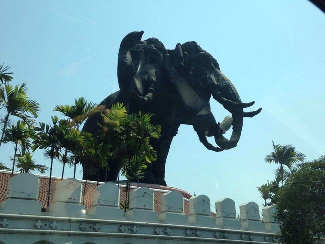 Giant three-headed elephant art Statue 🐘 Art And Craft Sky Animallovers Happy :) Enjoying Life Weekend Activities Erawan Museum