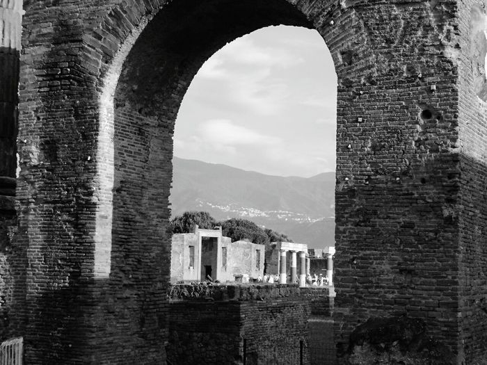 Arch Old Ruin Architecture History Travel Destinations Sky The Past Travel Ancient Ancient History Pompei Scavi Pompeii Ruins Archeological Site Romans Architecture ArcheologicSite Travel Archeology Black & White Photography