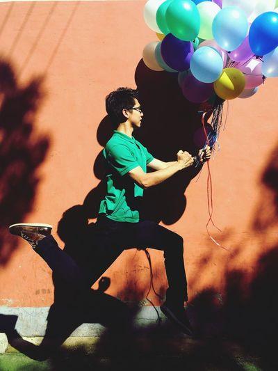 男人和气球